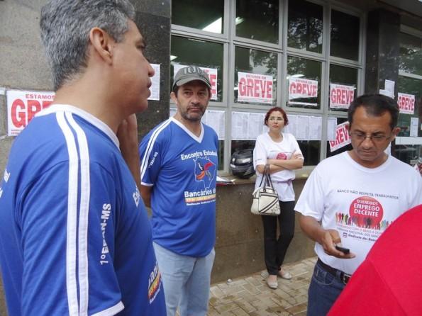 Raul, presidente do Sindicato dos Bancários da região de Dourados, sempre atendendo com atenção a EQUIPE de reportagem do Blog DeRolé