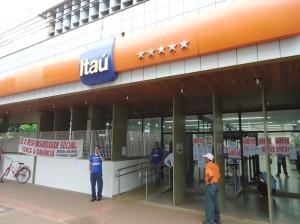 """Dia """"D"""" da greve nas agências do Itaú - Foto: Wender Carbonari"""