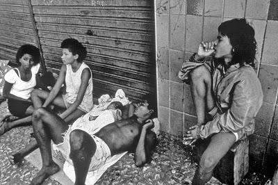 Fotojornalista Viviane Moos – Esteve no Rio de Janeiro para documentar a realidade de crianças de rua. Fazem parte do Diário das Ruas do Brasil, livro de Fotografia Dibital Interativa.